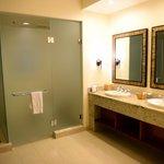 Master dual sinks, toilet