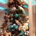 Everything was decorated so beautifully in the lobby for christmas... These were the colors thro