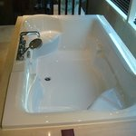 Master bathroom_2 (jacuzzi bath)
