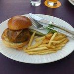 小さいサイズのハンバーガー
