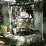 Swahili House - Well in courtyard