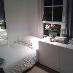 rose fresche nell'angolino col terzo letto!
