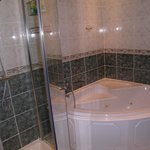 Shower cubicle and bath/jacuzzi
