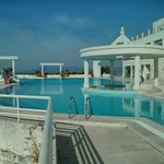A side view of the pool and the pool bar