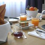 Breakfast layout Chartres B & B