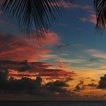 Sonnenuntergang am Hotelstrand