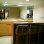 Executive King Suite Large Wet Bar