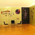 Комната, стены которой разрисованы Кандинским