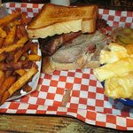 Pulled prok and ribs sandwich + fries and mac n cheese