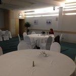 Salle de restaurant pour touristes français en groupe