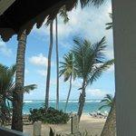 Blick vom Strandlokal aufs Meer