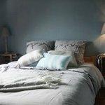 « LA SENNETTE ».     Petite chambre avec lit double