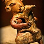 A Teotihuacan kissing his dog