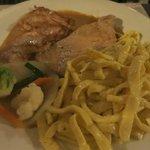 Rahmschnitzel mit Spätzle und Gemüse im Hotel Rest Sonne Offenburg
