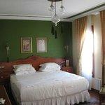 rose garden suites  room 403
