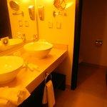 Bathroom (separate shower, separate toilet)