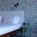 Wallpaper & bed