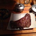 Bavette irlandaise sauce roquefort , légumes verts et pomme de terre sautées