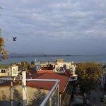 Вид на Босфор с террасы отеля