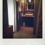 salle de bain- baignoire tres confortable....pour 2 :)