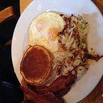 Desayunos pancakes con huevos al gusto