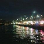 ponte illuminato a sera