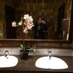 WC zwischen Pool und Bar