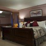 Fryeburg Village suite on ground floor - COMFY bed!