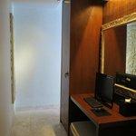 one bedroom villa-computer in the room