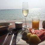 """Champagne"" (sparkling wine) breakfast"