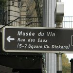 Musee du Vin - directional sign (from Avenue du President Kennedy)