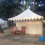 Отличные палатки со всеми удобствами на пляже Кола