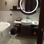 Sofitel Dubai Jumeirah Beach- Bathroom