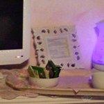 La tv e il boiler che si illumina di blu