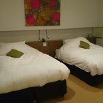 洋室のベッド まあまあの広さ