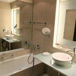 Il bagno della mia stanza al Andel's Hotel Berlin