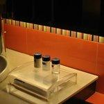 Fasilitas perlengkapan mandi yang komplit
