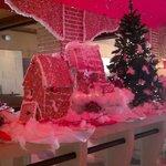 Лобби отеля в рождественско-новогодний период 2013
