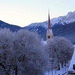 Blick vom Balkon auf die Kirche