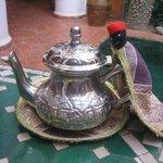 Teekanne beim Frühstück