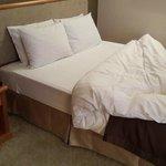 Двуспальная кровать в одноместном номере