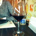 Copa de vino en La Nicoletta Fuencarral Madrid. Escasísima (de vino) y sobradísima (de cristal)