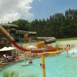 toboágua e piscina das crianças