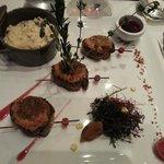 Yakitoris de magret au foie gras, gratinés au pain d'épices et sauce passion-framboise