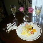 Complimentary champagne & cheeses
