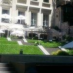 vista del jardin , terraza y hotel