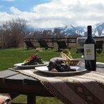 Disfrutar de una buena comida y el buen vino en el deck!