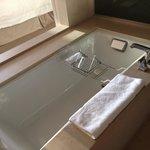 Beautiful tub. Nice bathroom. Soft towels.