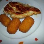 pollo a la plancha con croquetas de papa
