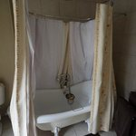 Bath tub - the library room